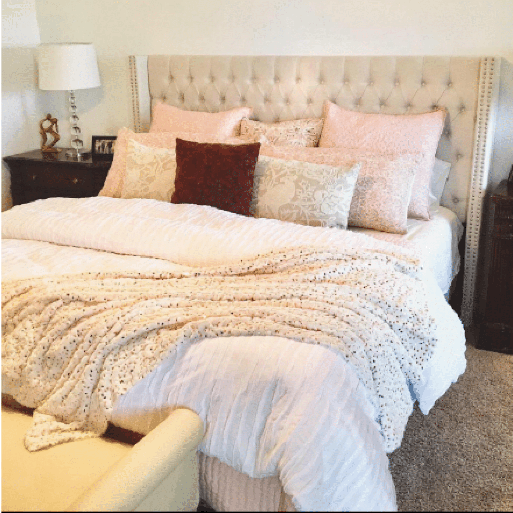 headboard comes in only cream color and the quality is praised